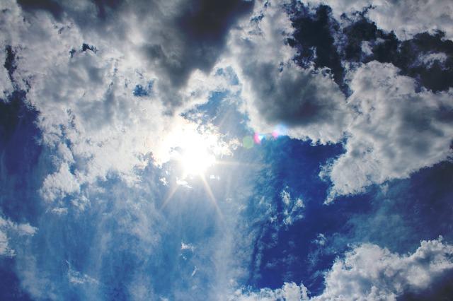 夏は頭皮が大ピンチ!強烈な日差しが薄毛を招く
